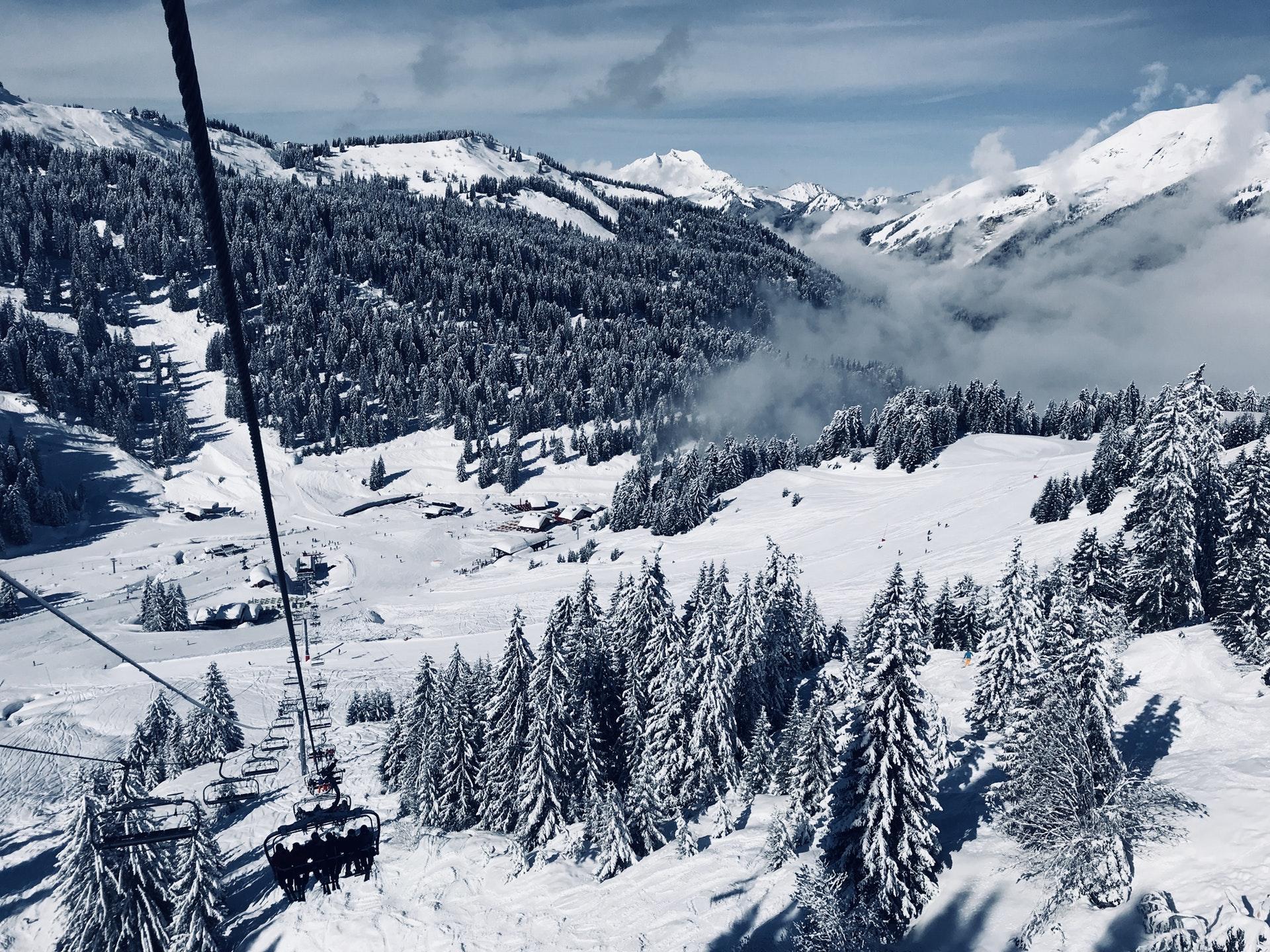 Gdzie na narty w Polsce - które stoki narciarskie już działają?