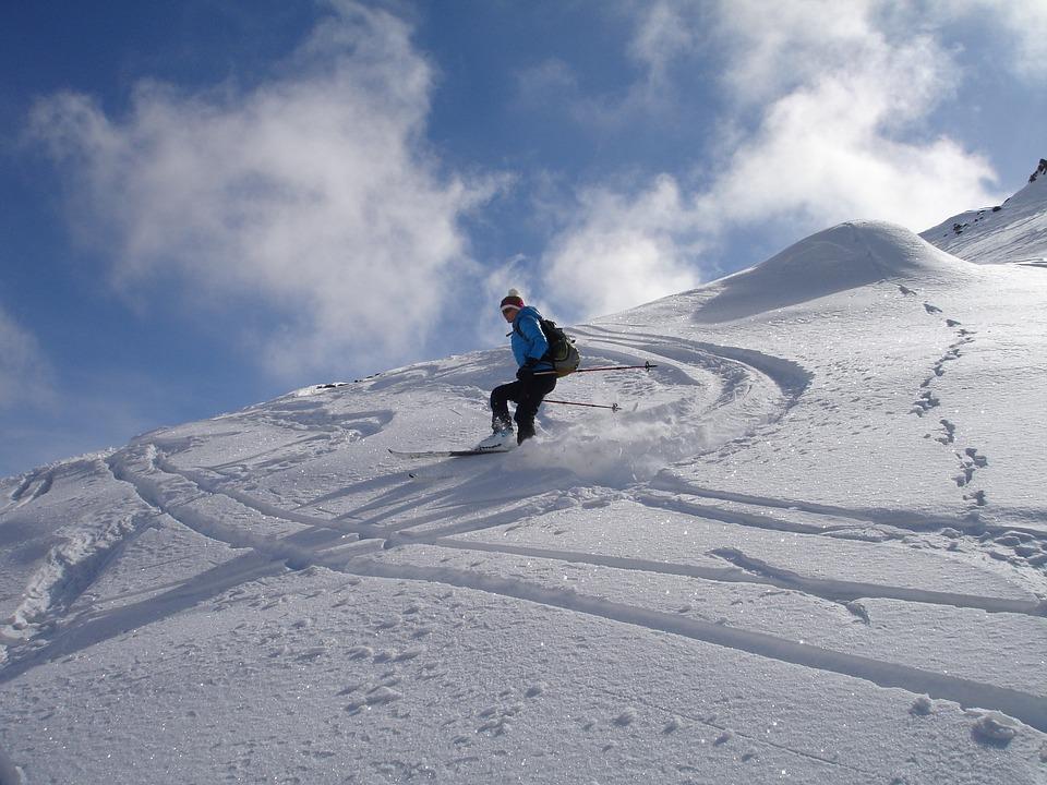 Dlaczego warto jechać na narty w Alpy?